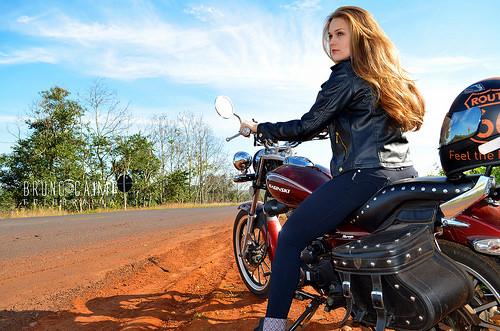 19237470271_00b6d7727f_biker-girl1